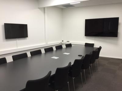 HLF styrerom med taleforsterkning, superslynge og teleslynge levert av plenus