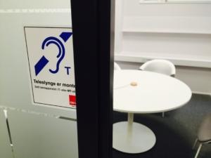 HiOA teleslynge skrankeslynge under bord intervjurom univox med merking